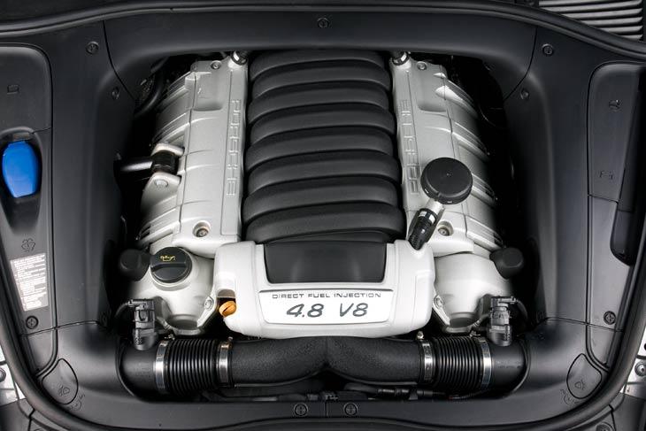BMW X6 XDrive 5.0i, Infiniti FX 50 S y Porsche Cayenne S el motor