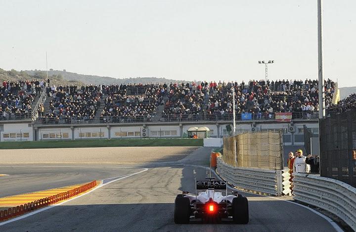 Alonso debuta con el F10
