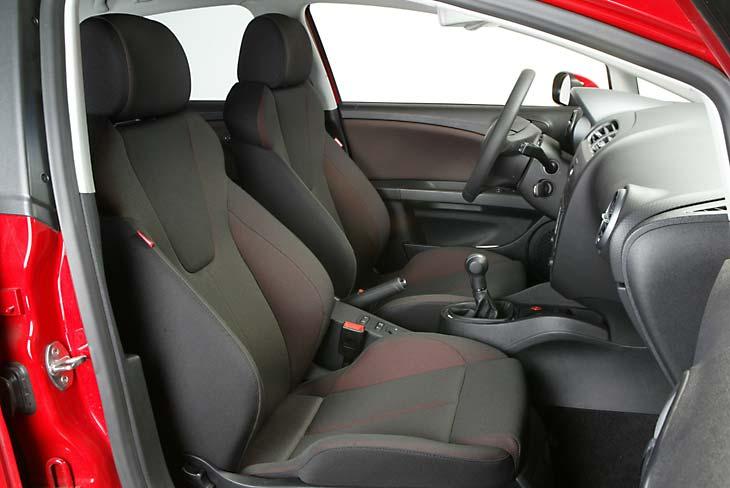El acabado Sport-Up incluye detalles rácing. Los asientos deportivos sujetan muy bien el cuerpo.