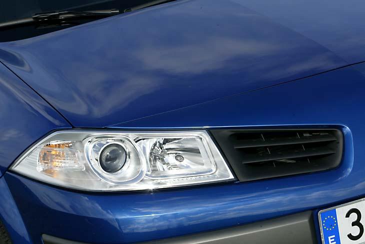Ópticas más alargadas y finas en el nuevo Renault Mégane.