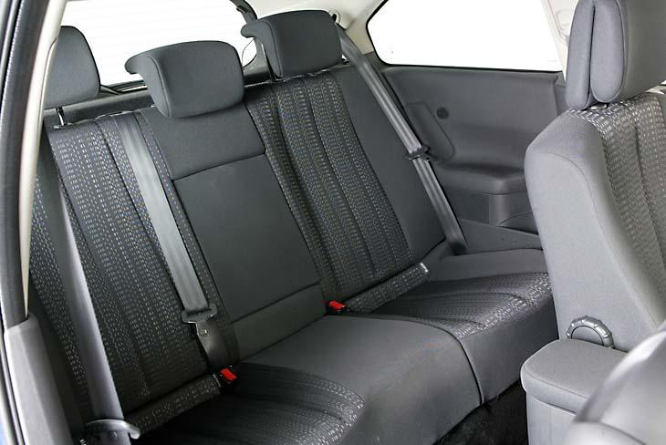Los asientos traseros son firmes y amplios.