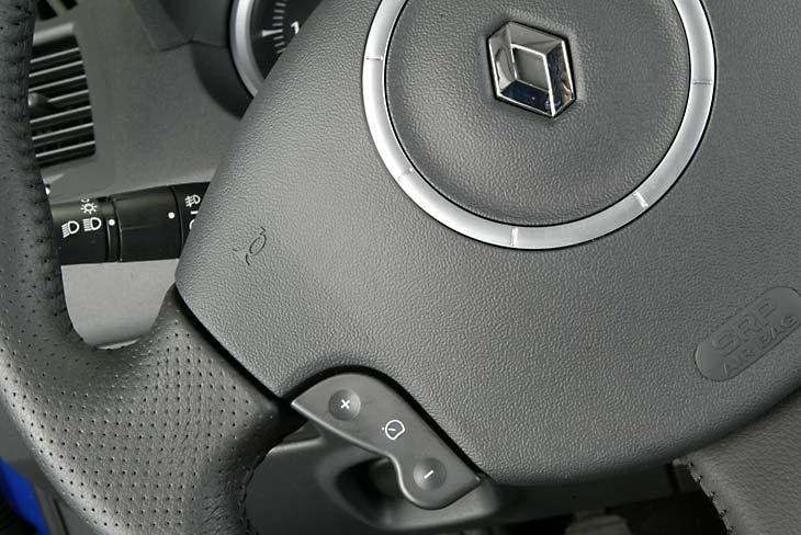 Todos los mandos necesarios desde el volante.