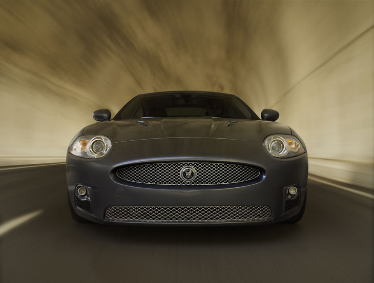 El Jaguar XKR alcanza 250 km/h, limitado automáticamente.