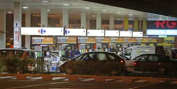 Gasolina y gasóleo siguen cayendo