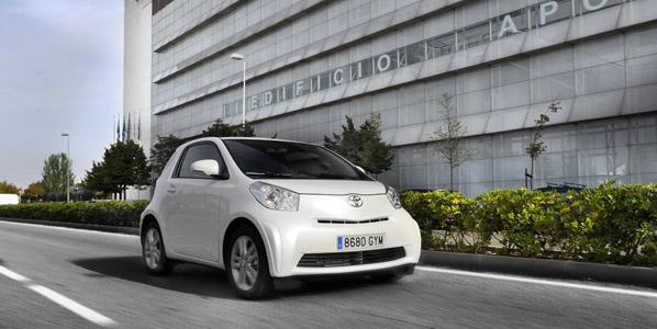 El primer coche eléctrico de Toyota, en 2012