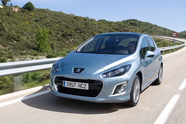 Ford Focus 1.6 TDCi vs Peugeot 308 1.6 e-HDI y Toyota Auris HSD