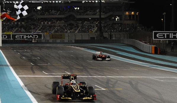 Räikkönen vence en Abu Dabi y Alonso recorta distancias