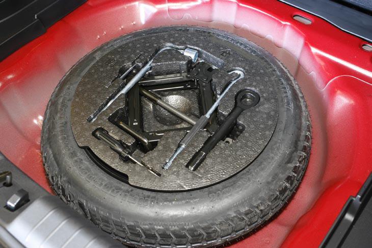 Mal detalle: la rueda de repuesto es de emergencia.