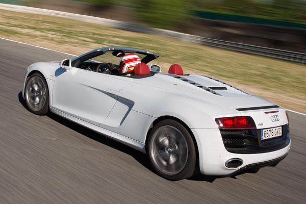 Audi R8 5.2 FSi Spyder contra Porsche 911 Turbo Cabrio