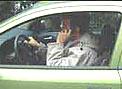 Más de un tercio de los conductores usa el móvil al volante