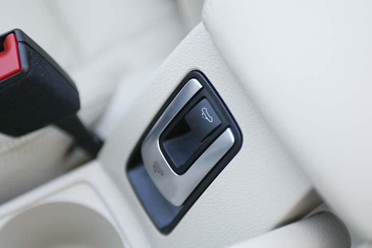 Un doble pulsador permite accionar el techo centra