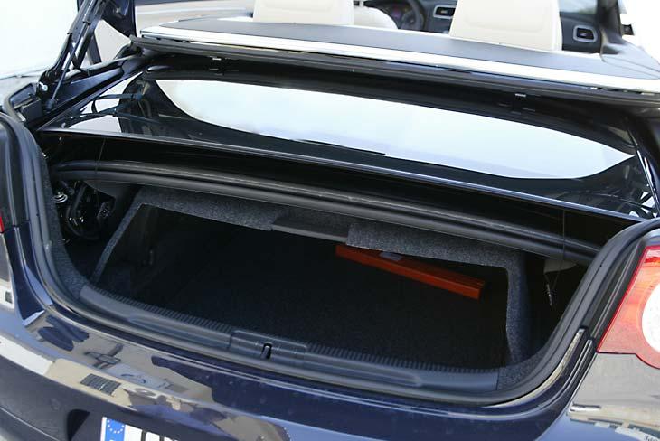 El techo plegado resta bastante capacidad al malet