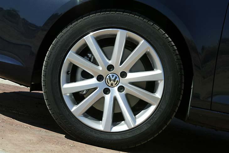 Neumáticos 235/45 en llanta de aleción de 17 pulga