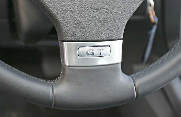 El tacto de los mandos del Golf TDI transmite solidez