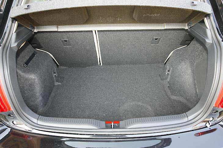 El maletero del Toyota Auris D-4D ofrece una capacidad suficiente para un compacto
