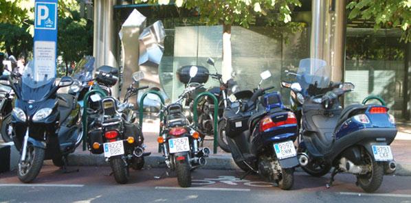 Las motos causan menos accidentes que los coches