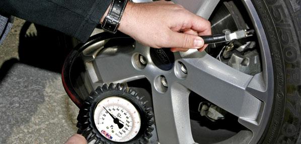 Vigila la presión de los neumáticos