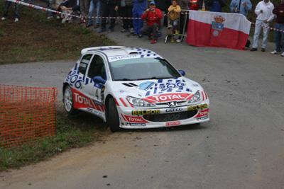 No están teniendo suerte los Peugeot esta temporada. En la imagen Ojeda.