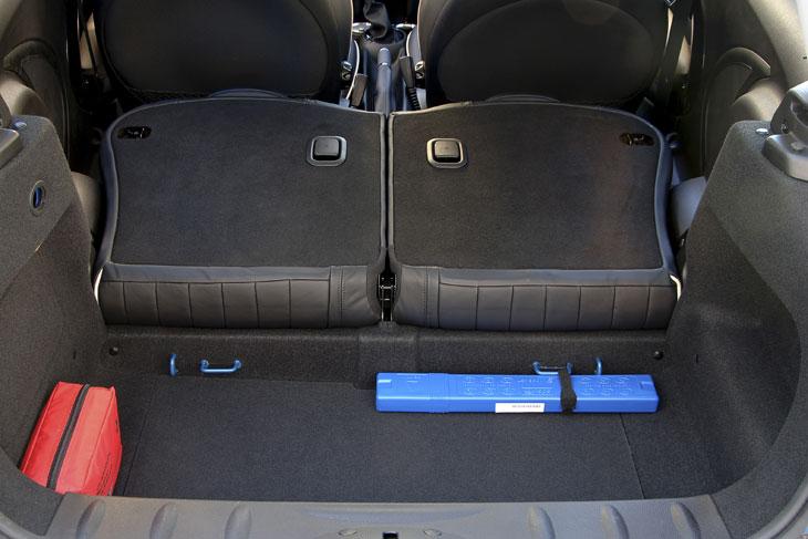 La capacidad del maletero sigue siendo escasa, aunque mejora si no necesitamos las plazas posteriores.