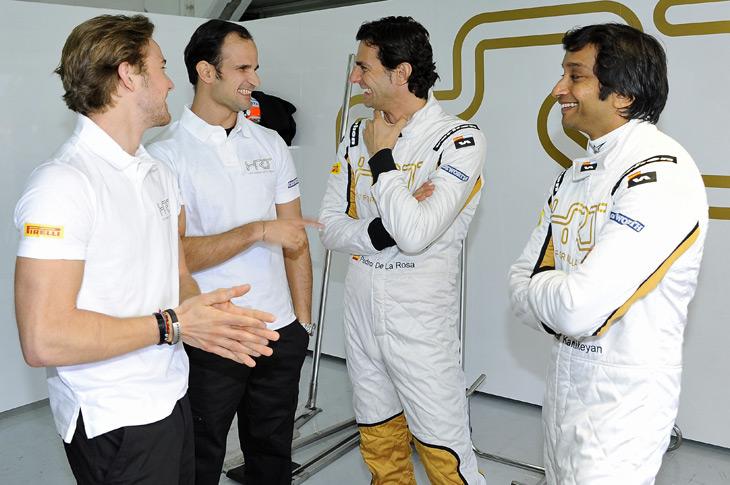 Arranque del HRT F112 de Fórmula 1