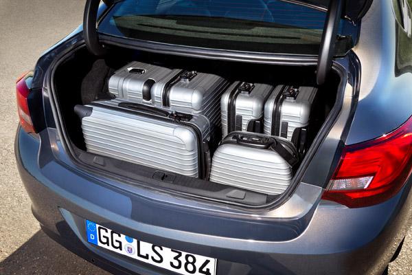 Opel Astra sedán, se completa la gama