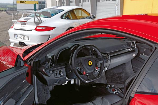 Ferrari 458 Italia vs Porsche 911 GT3 RS 4.0