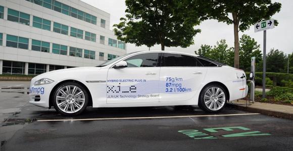 Jaguar XJ Plug-in Hybrid: 334 CV y 3,2 l/100 km