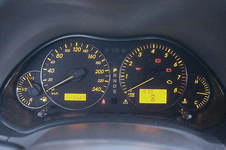 Renault Laguna frente a Toyota Avensis: interiores