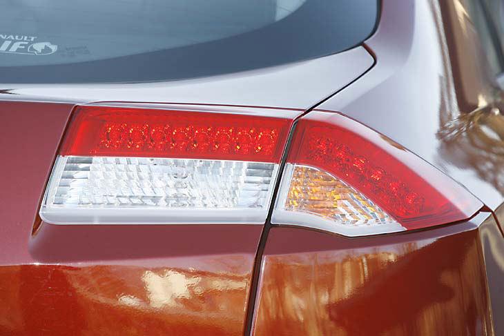 Renault Laguna frente a Toyota Avensis: exteriores