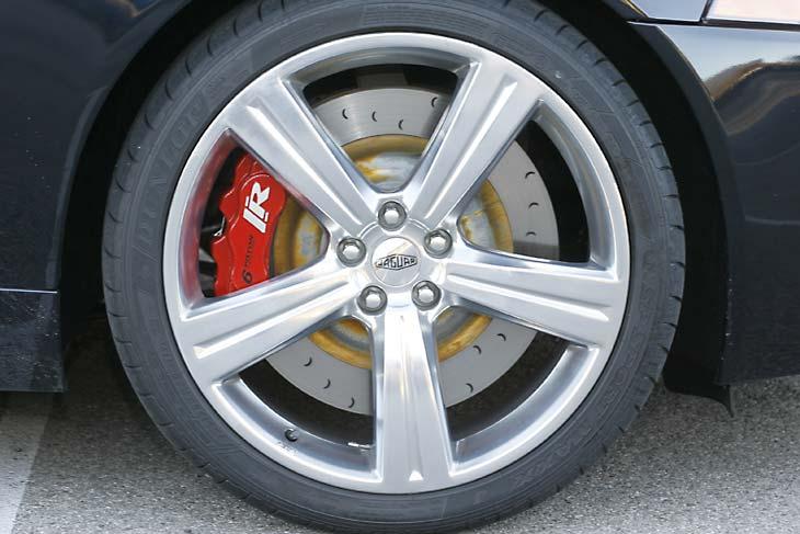 Jaguar XKR frente a BMW Serie6