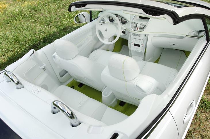 El blanco protagoniza el interior de este prototipo.