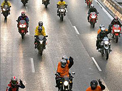 Fomento instalará barreras de seguridad para motos