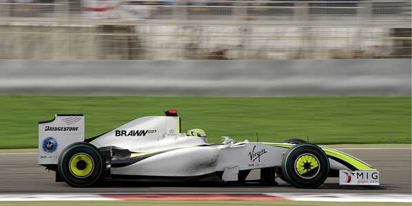 Button lidera los primeros libres