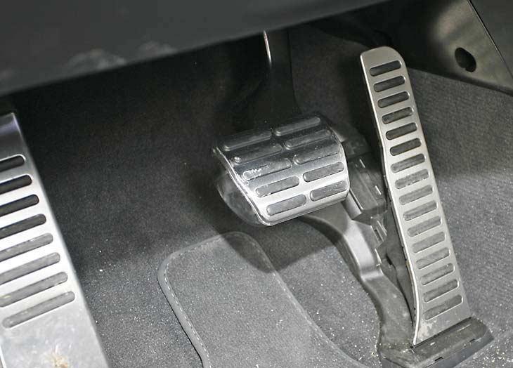 Vistoso aluminio y adherente goma para el pedalier.
