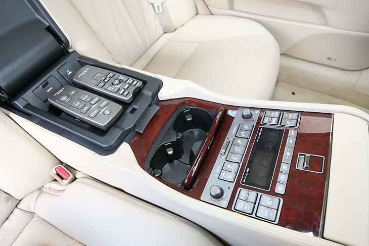 Lexus LS 600h L detalles interior