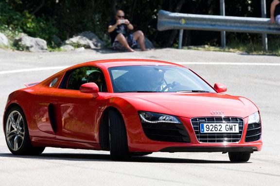 Audi R8 V10 vs Mercededes SLS AMG, Nissan GT-R SPEC-V y Porsche 911