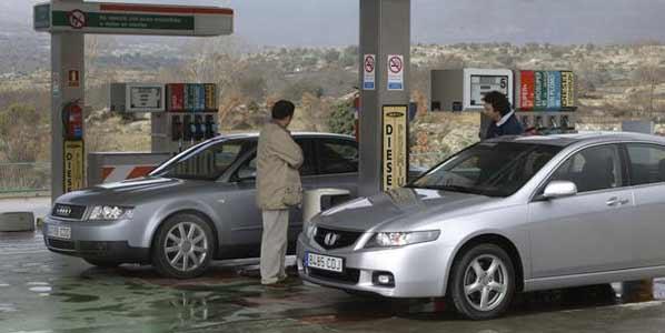 Los carburantes suben más en España