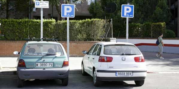 Piden que aparcar en zona para discapacitados reste puntos