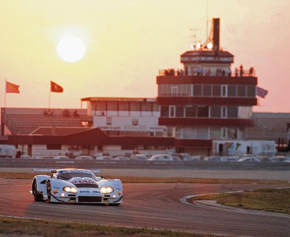 GT: Noche de carreras