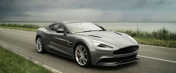 El nuevo Aston Martin Vanquish, en movimiento