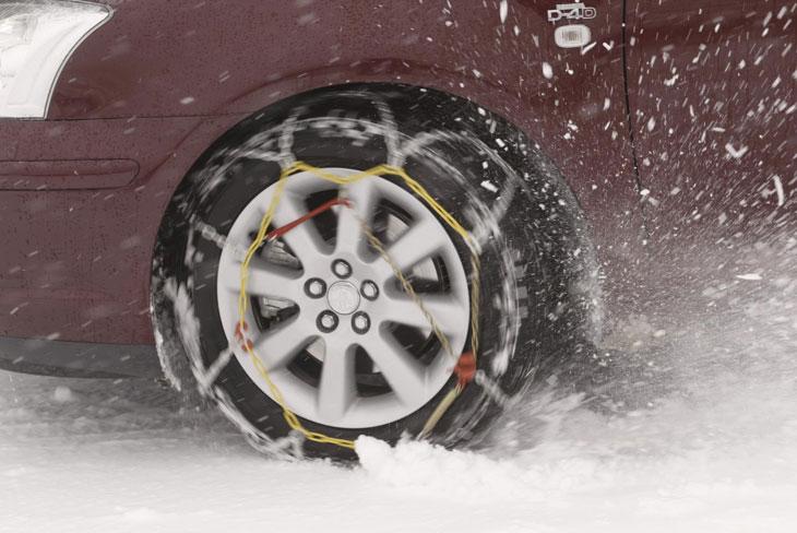 El temporal de viento y nieve sigue complicando el tráfico