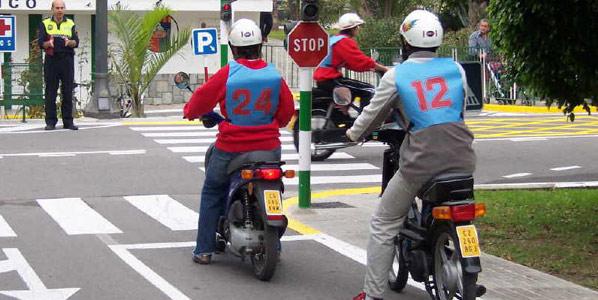 Tráfico pospone elevar la edad para conducir ciclomotores