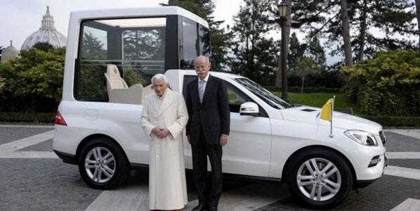 El Papa estrena su nuevo Papamóvil