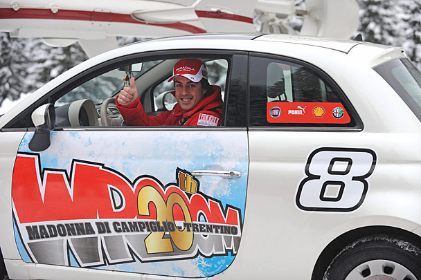 Fernando Alonso, de rojo Ferrari