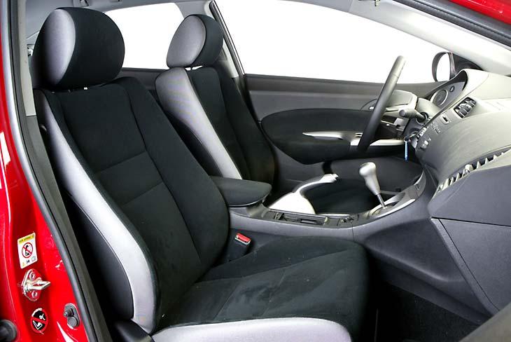 Honda Civic: los asientos delanteros sujetan bastante bien.