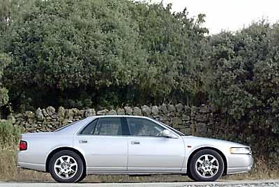 Las dimensiones del Cadillac limitan su agilidad.