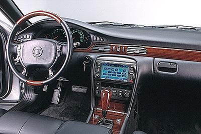 La pantalla táctil domina la columna central.