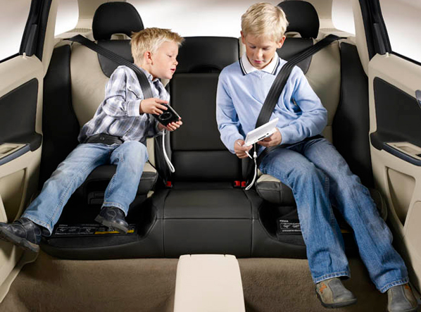 ¿Cómo deben viajar los niños?
