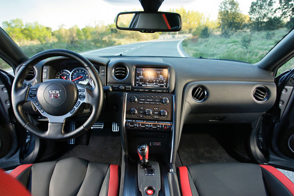 Nissan GT-R lo probamos