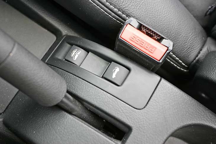 Peugeot 207 CC: peculiaridades
